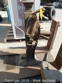 Duff Norton 15 Ton Ratchet Jack (broken)