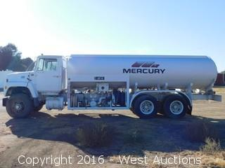 1976 Ford 900 4,400 Gallon Airport Fuel Truck
