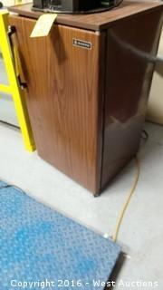 Sanyo Small Refrigerator