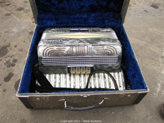 Pollina Accordion with Case