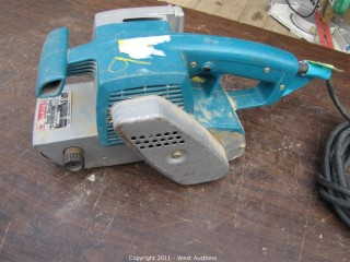 "Makita 9900B - 3"" Belt Sander"