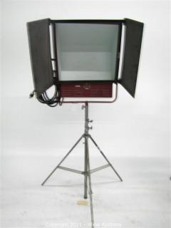 Mole Richardson Type 2561 2,000 Watt Super-Softlite on Junior Combo Stand