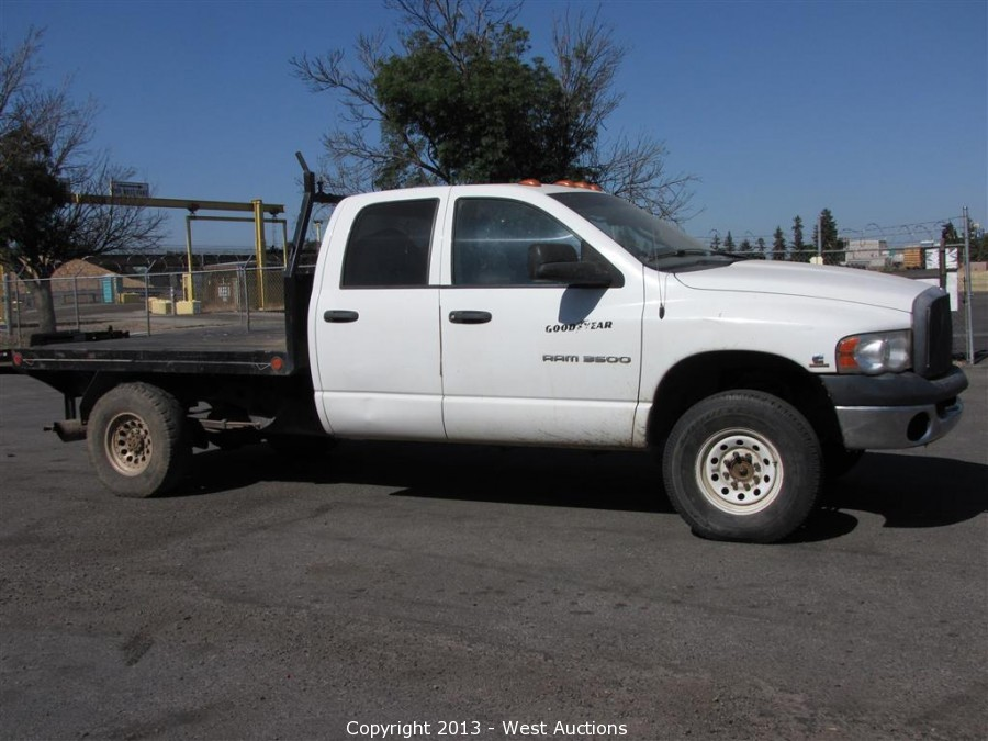 west auctions auction 2005 dodge ram 3500 cummins turbo diesel flatbed 4x4 truck item 2005. Black Bedroom Furniture Sets. Home Design Ideas