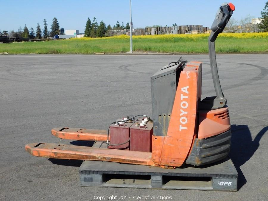 Bankruptcy Auction of 2006 International Truck, Forklift and Pallet Jacks