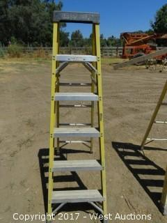 Green Bull 6' Fiberglass Ladder