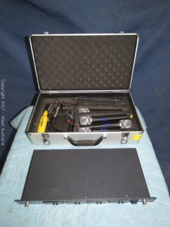VocoPro UHF-5800 4-Channel Wireless Microphone System with (4) Microphones and Carry Case