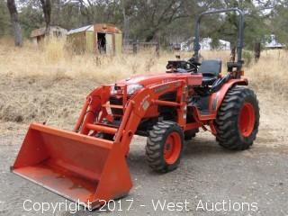 Kubota B3300SU HST 4x4 Loader Tractor