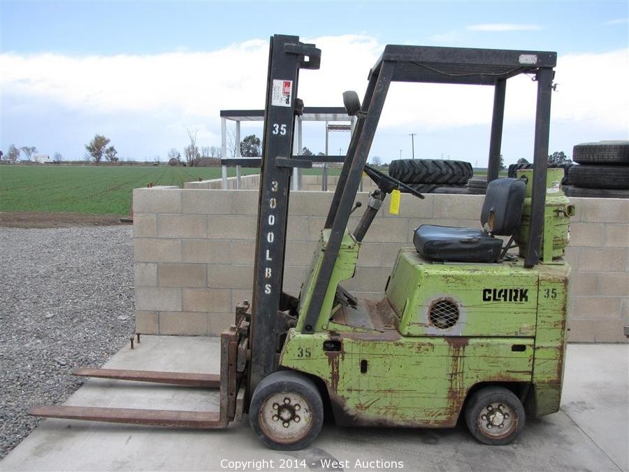 West Auctions Auction Trucks Trailers And Heavy Construction Equipment Item Clark 3000lb Capacity Propane Forklift
