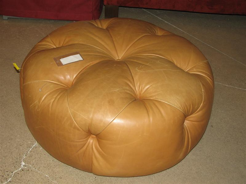 West Auctions Auction Bellach S Leather For Living Rocklin California Item Leatherman S Guild Tufted Round Brown Ottoman