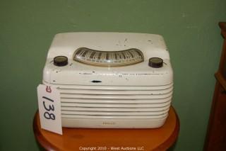 Philco Bakelite Radio - The Hippo