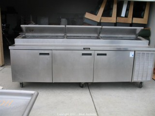 Delfield Refrigerated Pizza / Sandwich Table - 3 Sections