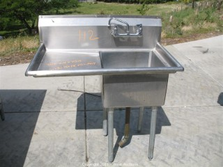 Stainless Steel Restaurant Sink with Drainboard on Legs