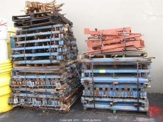 (4) Pallets and Slab Grabbers