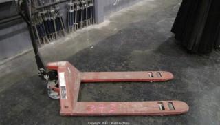5,800 lb. Capacity Hand Hydraulic Pallet Truck