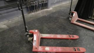 Dayton 4 Directional Hydraulic Hand Pallet Truck