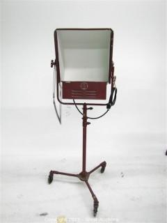Mole Richardson Type 2551 1,000 Watt Super-Softlite on Stand