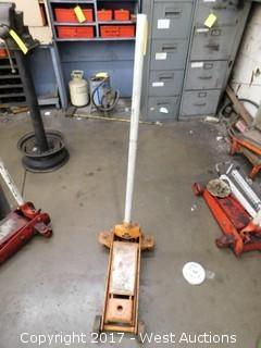 (1) Floor Jack