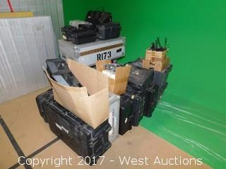 Motorola UHF 16 Channel Wakie Talkies With Accessories And Road Case