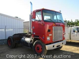 1988 White GMC Yard Truck with Hydraulic 5th Wheel