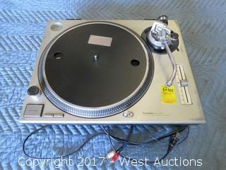 Technics Quartz SL-1200MK2 Direct Drive Turntable System