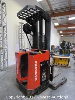 Raymond 20-R30TT Electric Standing Lift