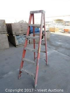 Louisville 5' Fiberglass Ladder