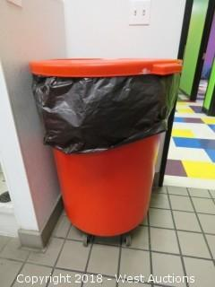 Trash Bin with Lid on Casters