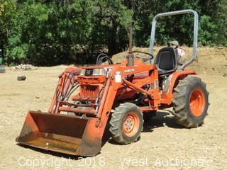 Kubota B1750 4WD Front Loader Tractor