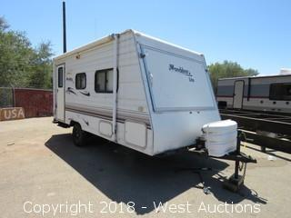 2002 Thor Wanderer Lite 16' Travel Trailer with (2) Popouts