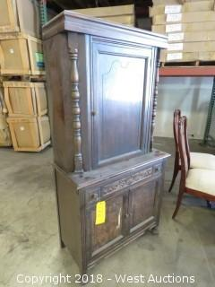 (1) Vintage Sideboard Buffet Hutch