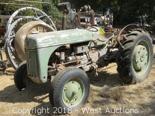 1952 Ferguson PEO 21 Tractor