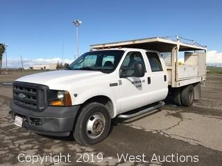 2007 Ford F-350 Super Duty V-10 Utility Truck