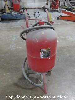 Central Pneumatic 40lb Abrasive Sandblasting Unit