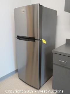 Whirlpool Top Freezer Refrigerator -Stainless Finish