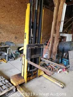 Big Joe Hydraulic Fork Lift
