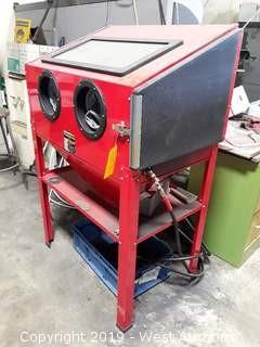 Central Pnuematic 40Lb Capacity Blast Cabinet