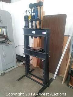 Dayton 25 Ton Hydraulic Press