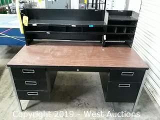 Metal Desk 5'