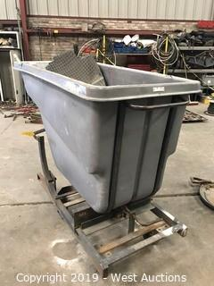 Rubbermaid Garbage Bin With Cart