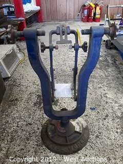 Hozan Tool Industrial Bicycle Wheel Balancer
