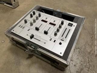 Pioneer DJM-300-S DJ Mixer With Road Case