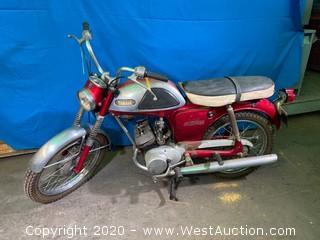 1967 Vintage Yamaha T100 Motorcycle