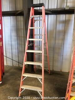 White Cap 8' Fiberglass Ladder