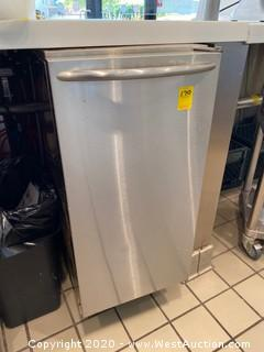 "Ice-O-Matic 14 7/8"" Air Cooled Undercounter Nugget Cube Ice Machine with 22 lb. Bin - 85 lb."