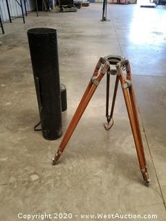 """O'CONNOR Wooden 40"""" Tripod in Plastic Carrying Case"""