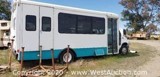 2004 Ford E450 Super Duty Shuttle Bus