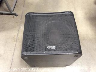 """QSC KW181 1000W 18"""" Powered Subwoofer with Cover"""
