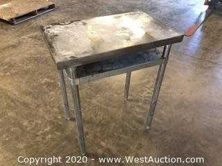 "Metal Table 18""x30""x36"""