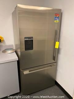 Fisher And Paykel Refrigerator/Freezer With Water Dispenser