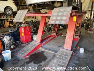 Hunter 526-045 Hydraulic Car Lift with Hunter RL5879 Alignment Lift